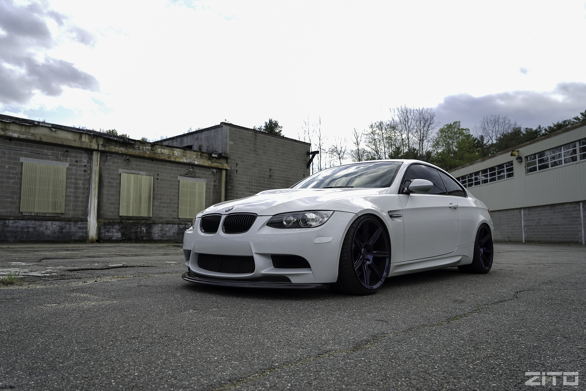 BMW E92 M3 White MagBlue ZS07