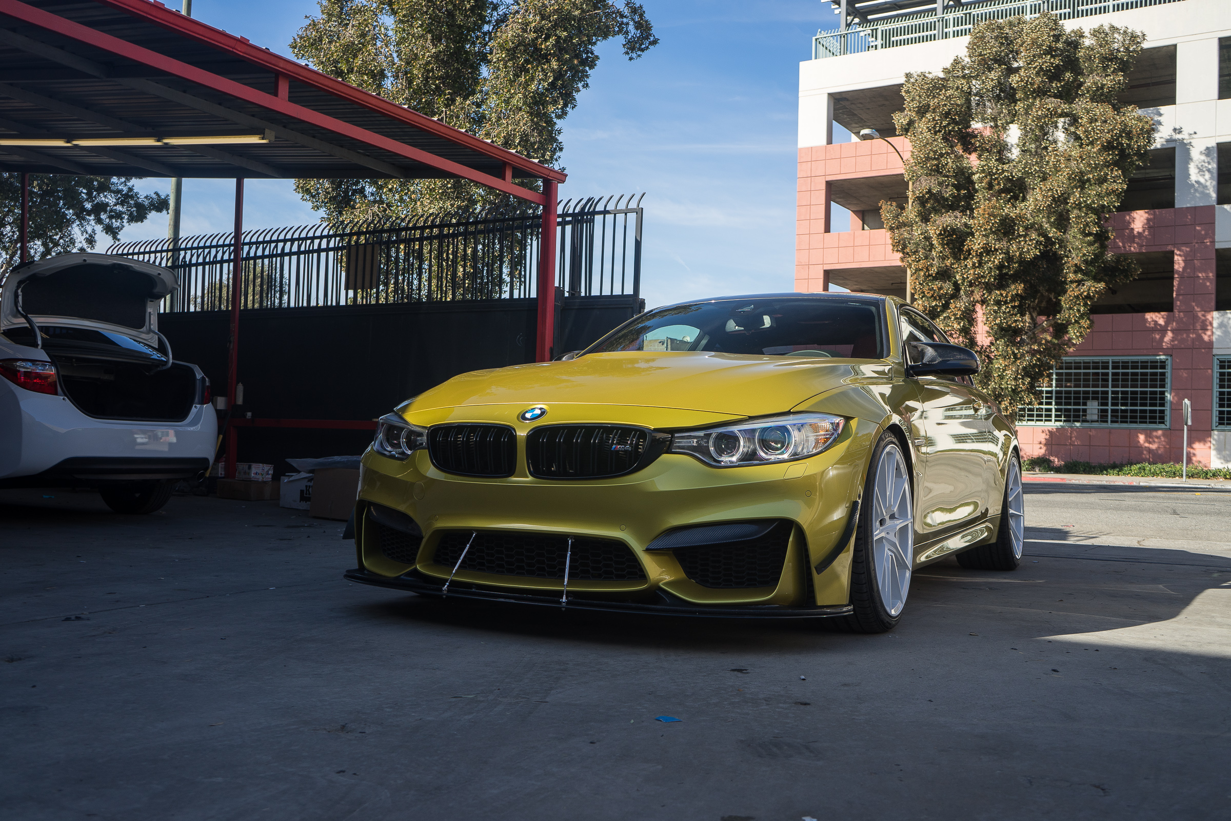 BMW F82 M4 Yellow White ZF03