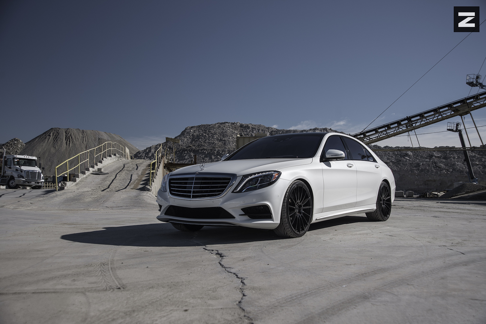 Mercedes Benz S550 W222 White Black ZS15
